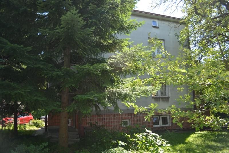 Widok domu ks. W. Danielskiego od strony ogrodu. Stan sprzed remontu