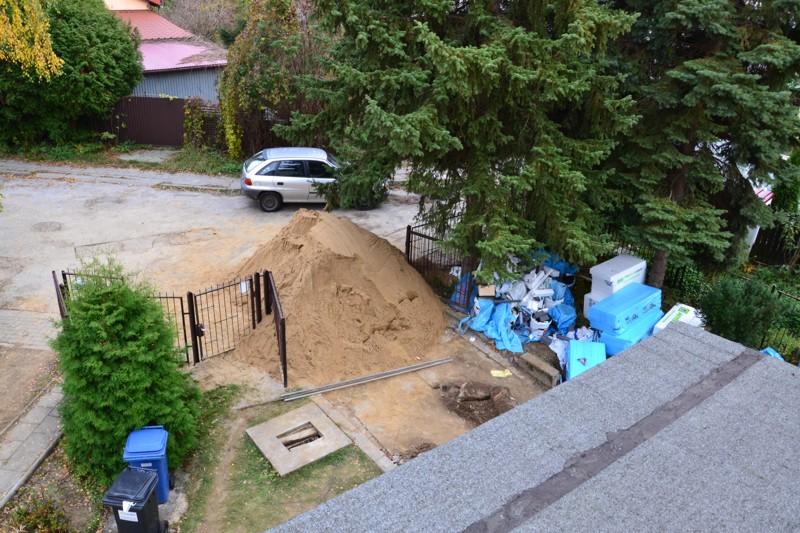 Piasek, którym zostały obsypane zaizolowane fundamenty domu