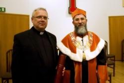 Z lewej ks. Piotr Kulbacki, z prawej o. prof. Andrzej Derdziuk OFMCap, prorektor KUL ds. nauki i rozwoju.