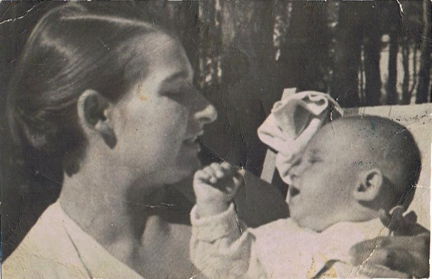Ks. Wojciech z matką, ze zbiorów p. Barbary Danielskiej