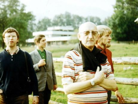 Bracia z Großhartmannsdorf w Krościenku, przybyli na zaproszenie Ojca Blachnickiego, około 1975r. Z przodu Ojciec Franciszek, z tyłu od lewej: Christian Kurze, Gerd Hübner, Otto Pfennig.