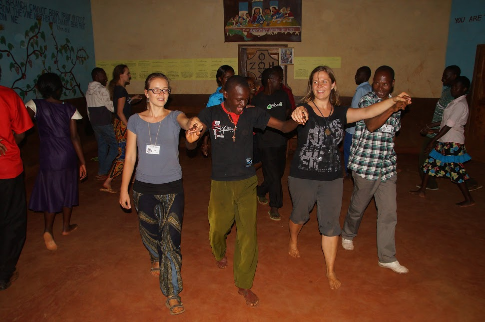kenia-2014-judyta-i-iza-w-czasie-pogodnego-wieczoru-na-oazie-i-stopnia