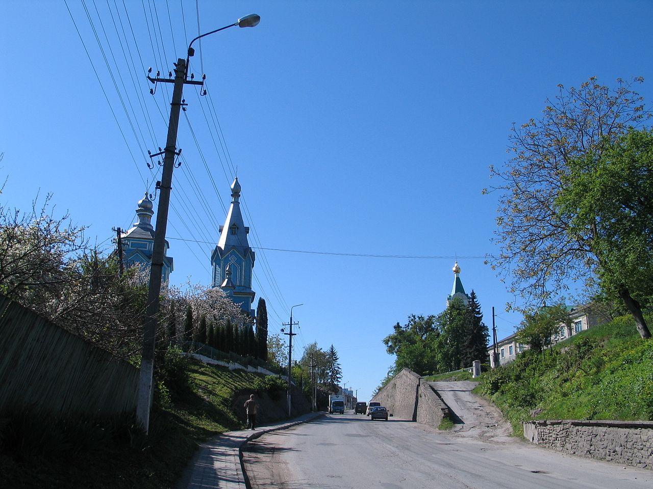 https://commons.wikimedia.org/wiki/Category:Streets_in_Kremenets#/media/File:Kremenets,_Shevchenka_street.JPG