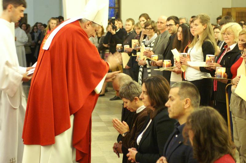 Błogosławienie odpowiedzialnych za nowo powołane centralne diakonie specjalistyczne - społęczną i miłosierdzia, fot. M. Szepietowski