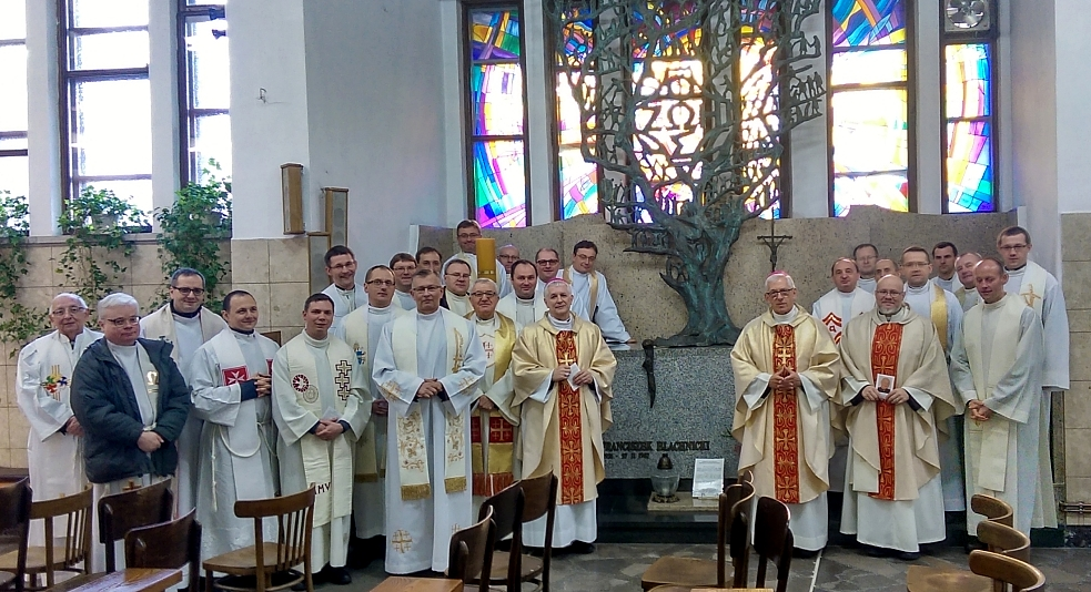 fot. http://www.archidiecezja.katowice.pl/pl/77-slider/6943-rekolekcje-dla-kaplanow-pracujacych-w-kurii