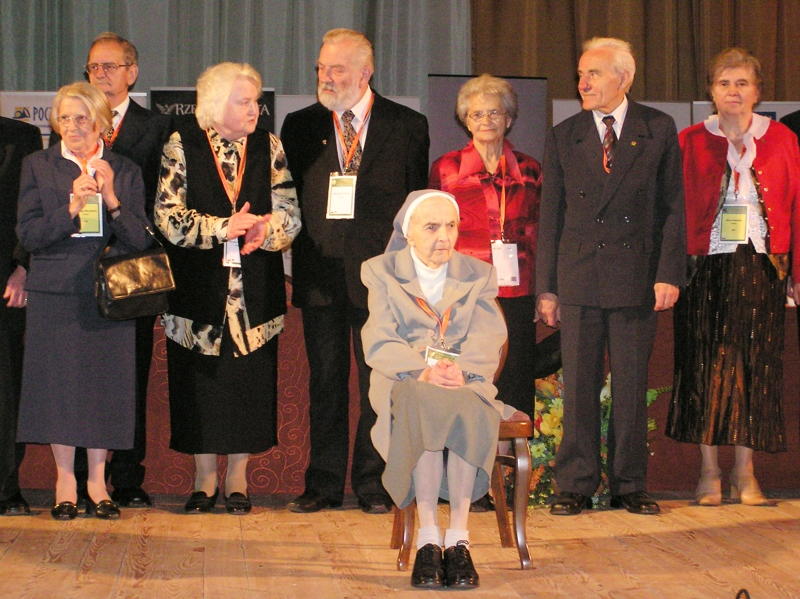 W 2007 r. na IV Światowym Kongresie Rodzin w Warszawie, siostra Jadwiga została szczególnie uhonorowana za długoletnie zaangażowanie w służbę pomocy rodzinie.