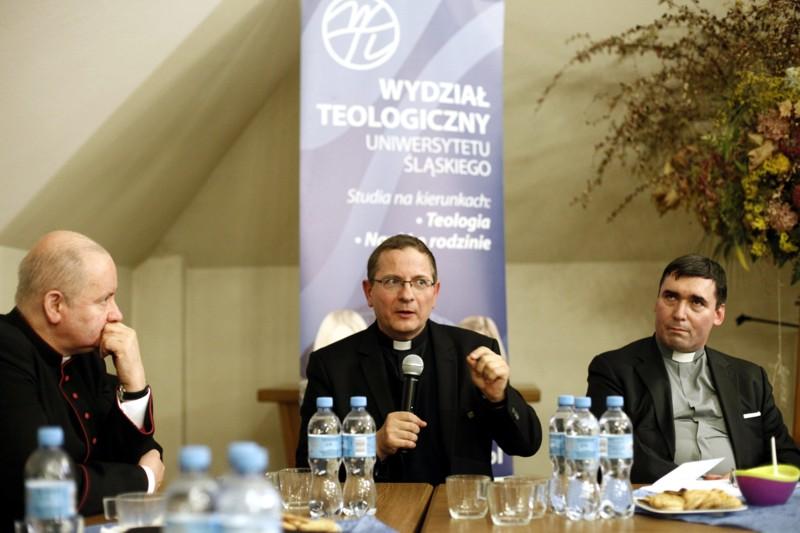 od lewej: ks. Marcin Aleksy, ks. Marek Sędek i ks. Marcin Loretz