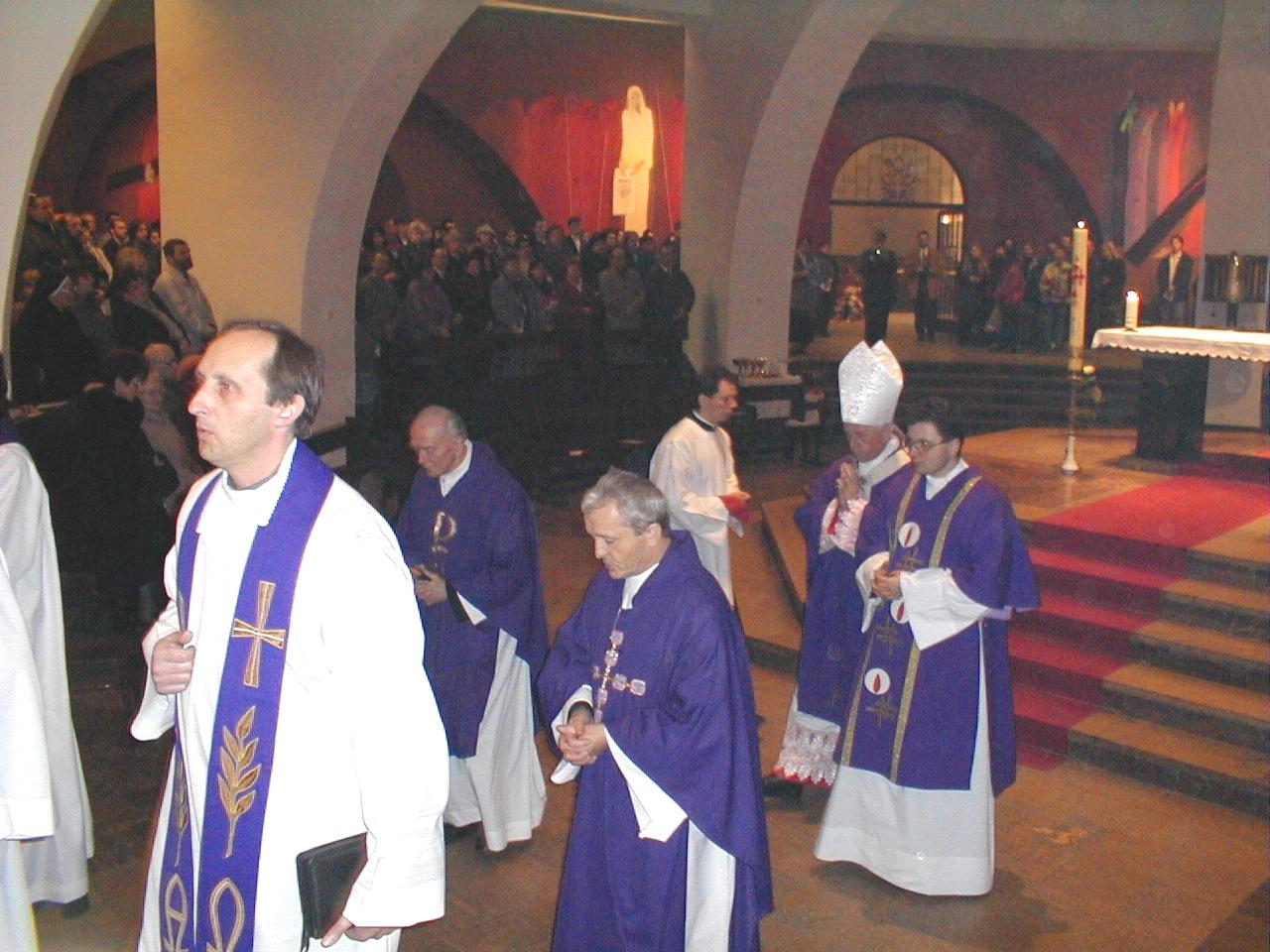30 marca 2000 r., Eucharystia pod przewodnictwem Ks. Abpa Damiana Zimonia z licznym udziałem kapłanów i członków Ruchu Światło-Życie w Katowicach